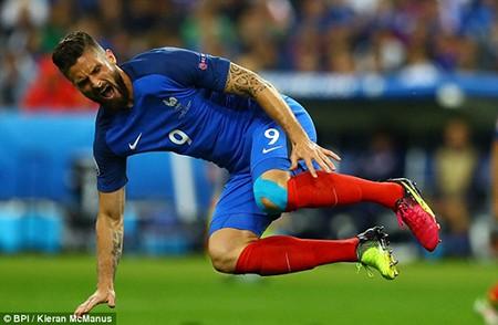 Giroud dính chấn thương, nguy cơ lỡ trận bán kết với Đức - ảnh 1