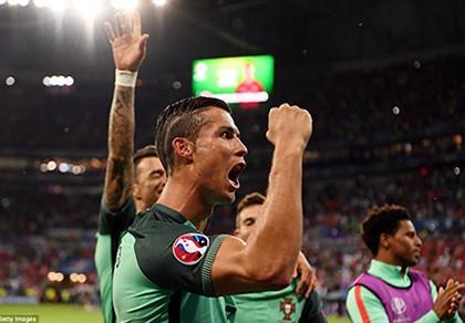 Tỏa sáng rực rỡ, Ronaldo đưa Bồ Đào Nha vào chung kết - ảnh 3