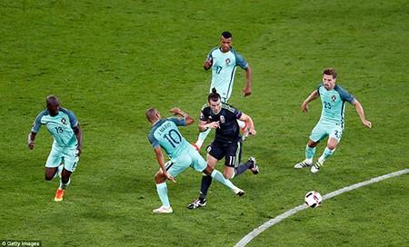 Tỏa sáng rực rỡ, Ronaldo đưa Bồ Đào Nha vào chung kết - ảnh 1