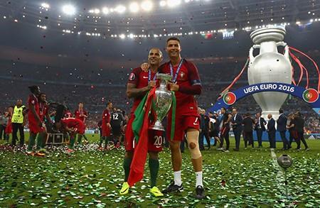 Ronaldo bật khóc, Eder hóa người hùng, Bồ Đào Nha vô địch Euro 2016 - ảnh 12