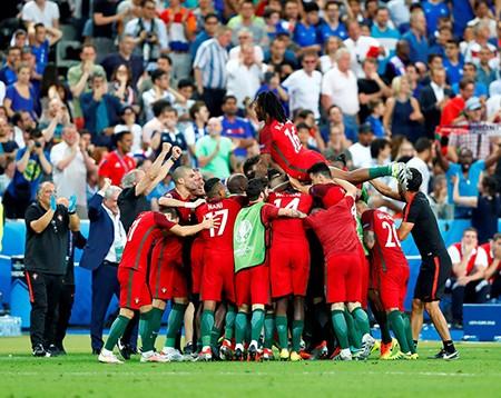 Ronaldo bật khóc, Eder hóa người hùng, Bồ Đào Nha vô địch Euro 2016 - ảnh 15
