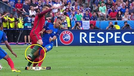Ronaldo 3 lần bật khóc trong trận chung kết Euro 2016 - ảnh 2