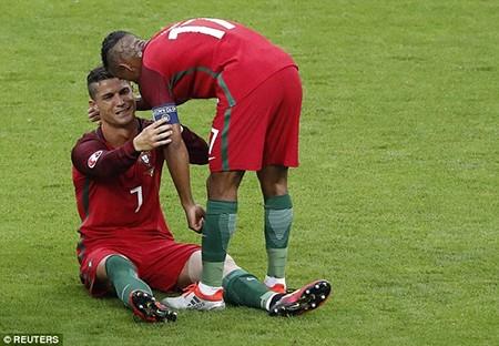 Ronaldo 3 lần bật khóc trong trận chung kết Euro 2016 - ảnh 5
