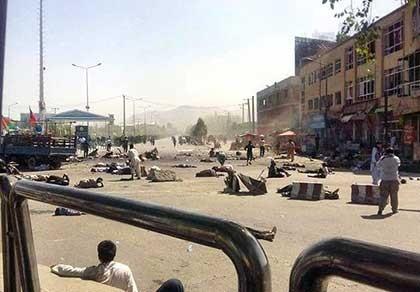 IS đánh bom tự sát, cảnh sát Afghanistan bỏ chạy - ảnh 1
