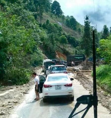 Lào Cai: Kẹt xe kéo dài ở Sapa do mưa lũ - ảnh 2