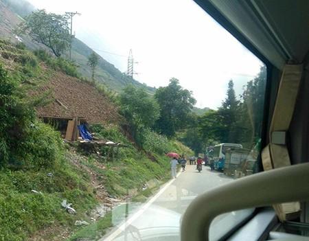 Lào Cai: Kẹt xe kéo dài ở Sapa do mưa lũ - ảnh 5