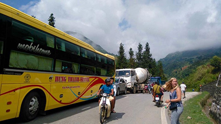 Lào Cai: Kẹt xe kéo dài ở Sapa do mưa lũ - ảnh 6
