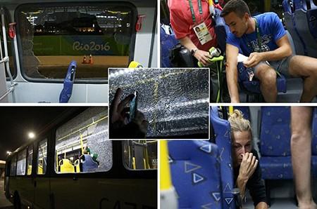 Sốc: Xe chở nhà báo tác nghiệp tại Olympic bị tấn công bằng súng - ảnh 1