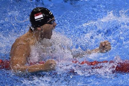 Đánh bại Phelps, Schoolling của Singapore phá kỷ lục Olympic - ảnh 2