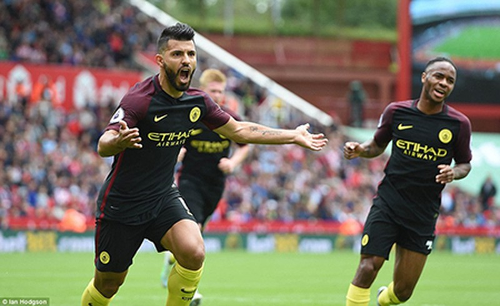 Thắng đậm Stoke City, Man City 'vượt mặt' M.U - ảnh 1