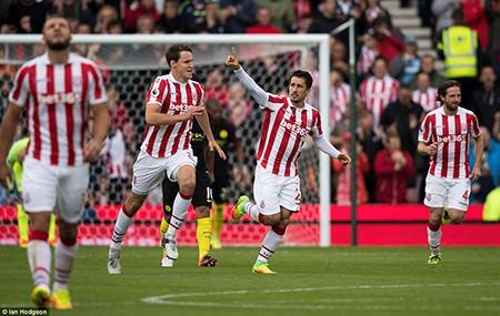 Thắng đậm Stoke City, Man City 'vượt mặt' M.U - ảnh 2