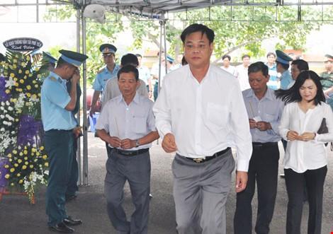 Chùm ảnh: Lễ viếng học viên phi công hy sinh do máy bay rơi ở Phú Yên - ảnh 5
