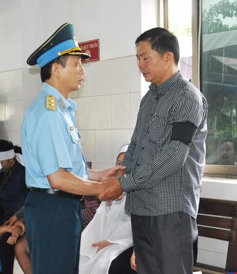 Chùm ảnh: Lễ viếng học viên phi công hy sinh do máy bay rơi ở Phú Yên - ảnh 12