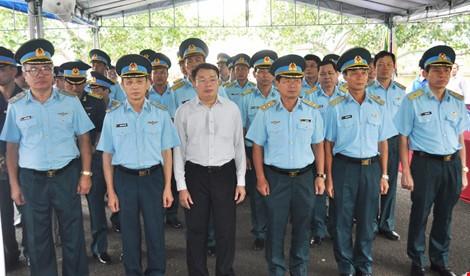 Chùm ảnh: Lễ viếng học viên phi công hy sinh do máy bay rơi ở Phú Yên - ảnh 6