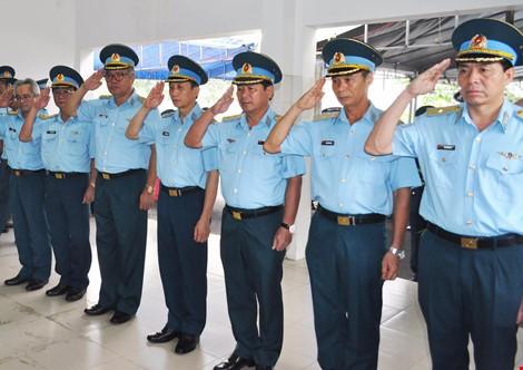 Chùm ảnh: Lễ viếng học viên phi công hy sinh do máy bay rơi ở Phú Yên - ảnh 8