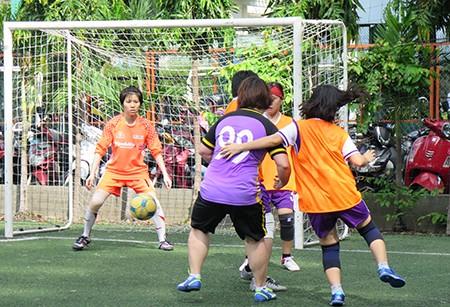 Giải bóng đá Hội Nhà báo TP.HCM 2016: Bóng hồng trên sân cỏ! - ảnh 10