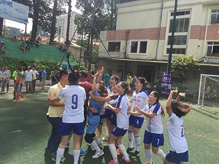 Giải bóng đá Hội Nhà báo TP.HCM 2016: Bóng hồng trên sân cỏ! - ảnh 17