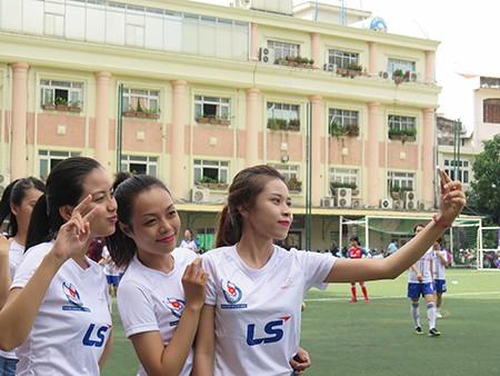 Giải bóng đá Hội Nhà báo TP.HCM 2016: Bóng hồng trên sân cỏ! - ảnh 6