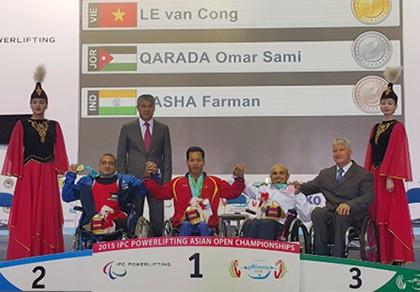 Lê Văn Công phá kỷ lục thế giới, giành HCV Paralympic lịch sử - ảnh 1