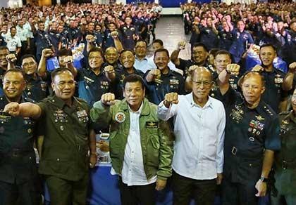 Ông Duterte muốn bỏ phán quyết trọng tài? - ảnh 1