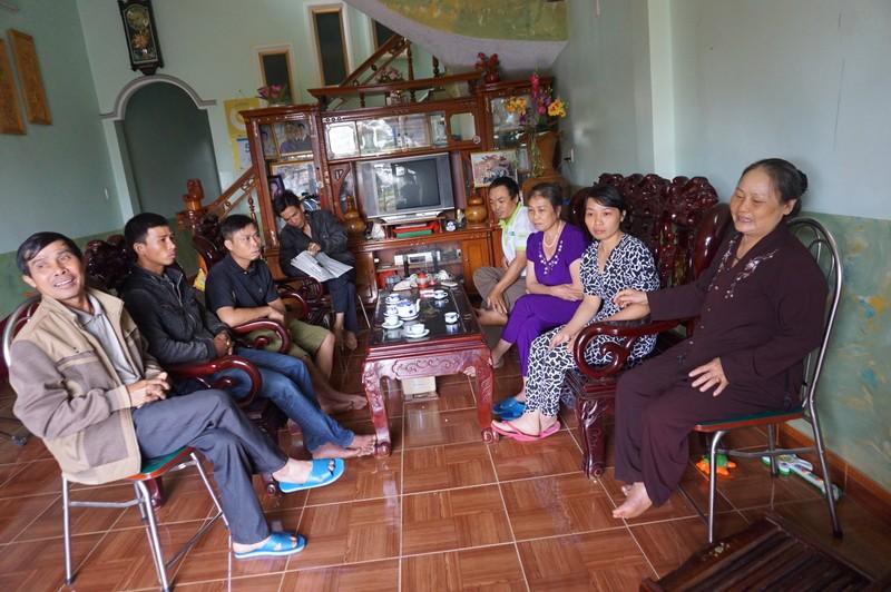 Các nhân chứng khẳng định gia đình ông Trịnh Văn Chân không đóng cửa khi tát bà Tuyết nhưng cáo trạng lại nói đóng cửa. Ảnh: NGÂN NGA
