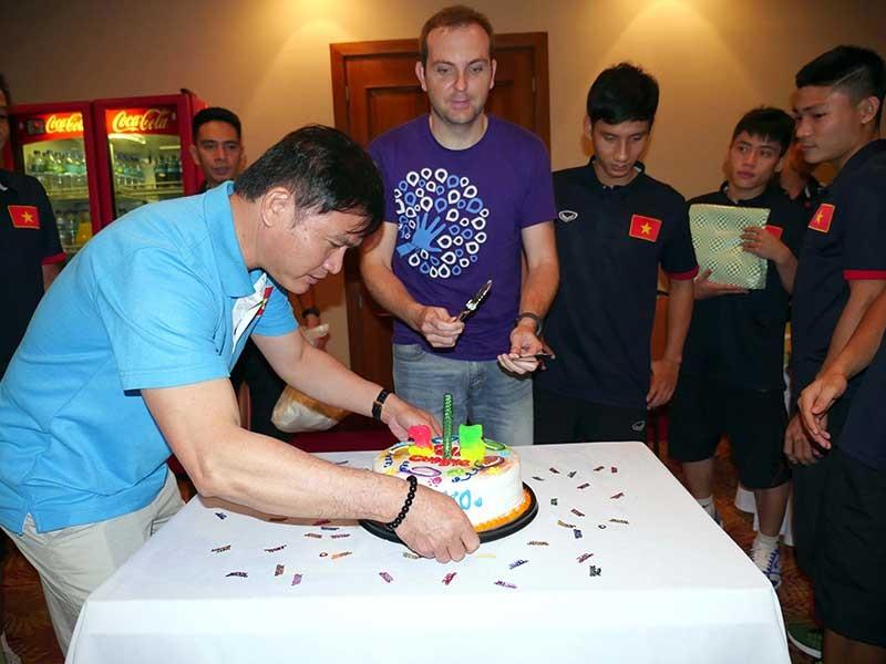 Vòng chung kết Futsal World Cup 2016: 10 năm của bầu Tú - ảnh 1