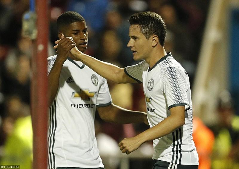 Man. United và Man. City cùng thắng ở Cúp Liên đoàn - ảnh 3
