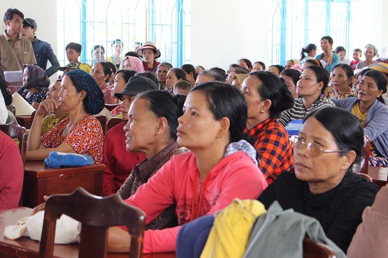 Tặng quà cho đồng bào người Chăm Ninh Thuận - ảnh 3