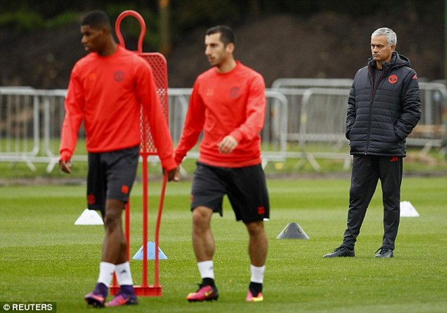 Lại bị Mourinho bỏ rơi, Rooney vẫn tươi cười - ảnh 9