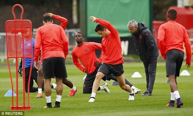 Lại bị Mourinho bỏ rơi, Rooney vẫn tươi cười - ảnh 11