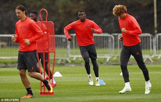 Lại bị Mourinho bỏ rơi, Rooney vẫn tươi cười - ảnh 12