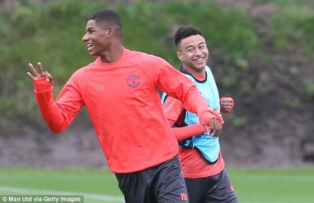 Lại bị Mourinho bỏ rơi, Rooney vẫn tươi cười - ảnh 13