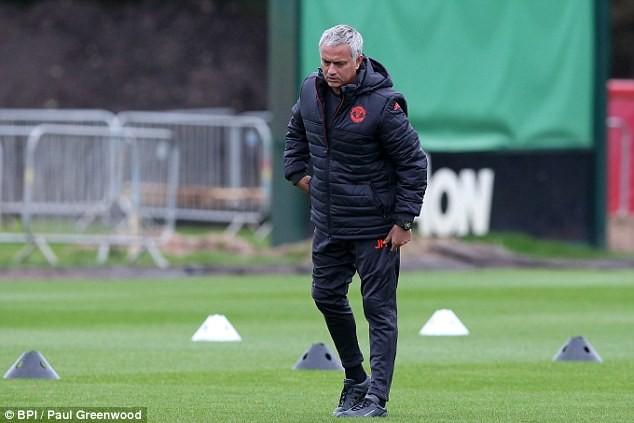 Lại bị Mourinho bỏ rơi, Rooney vẫn tươi cười - ảnh 3