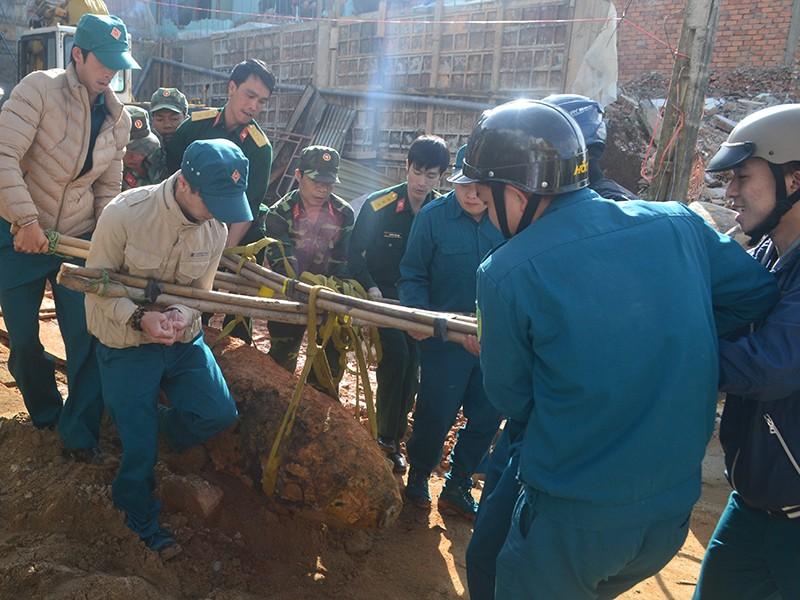 Tiêu hủy quả bom 'khủng' tại Đà Lạt - ảnh 1