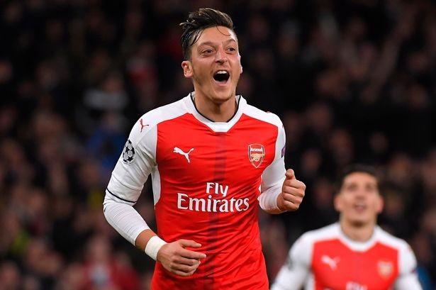 Sốc:Cặp sao Arsenal không được đề cử Quả bóng vàng 2016 - ảnh 2