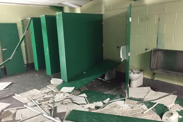Fan Man City phá nát nhà vệ sinh của Man United - ảnh 4