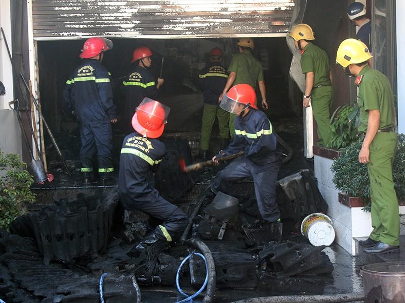 Chủ đi vắng, nhà kho bị lửa thiêu rụi - ảnh 1