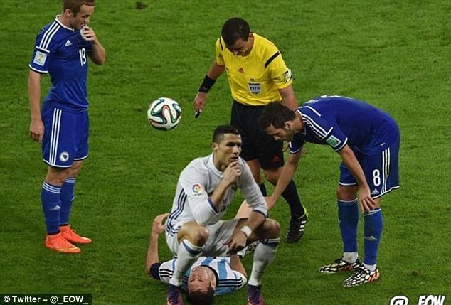 Ảnh chế Ronaldo mừng bàn thắng theo trào lưu đứng hình - ảnh 4