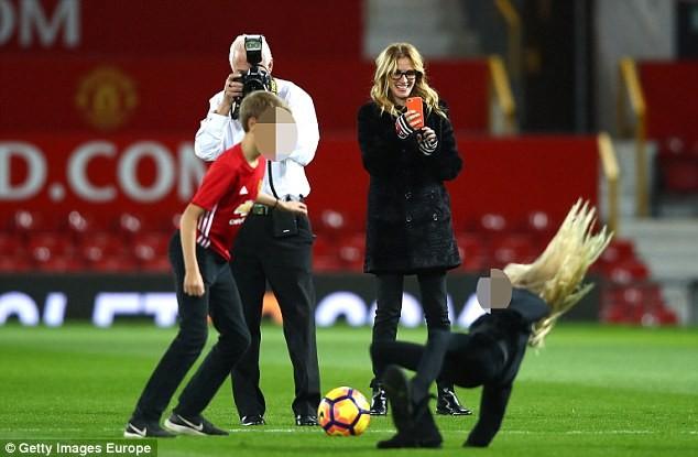 Julia Roberts hôn Pogba: Ai là người may mắn nhất ở MU? - ảnh 5