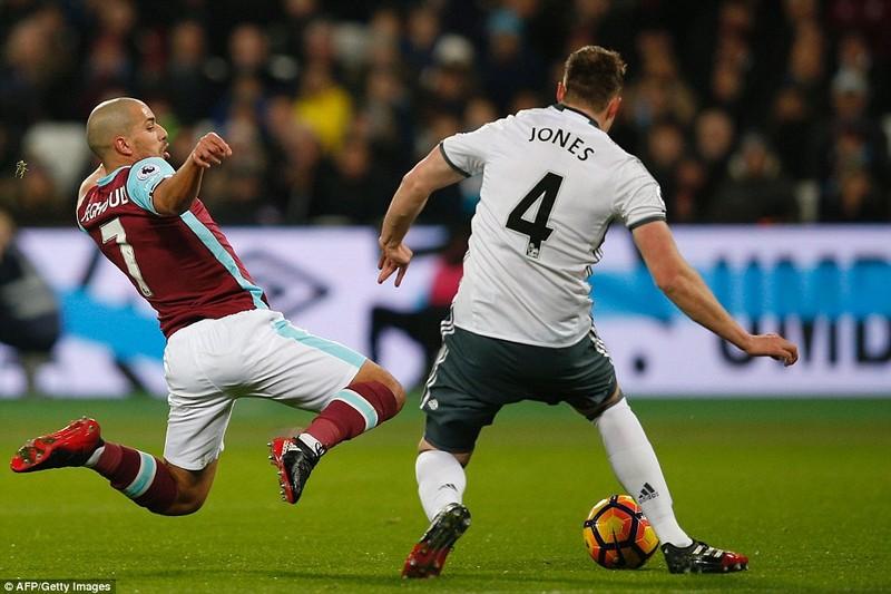 Mourinho 'cao tay', MU thắng trận thứ 6 liên tiếp - ảnh 1