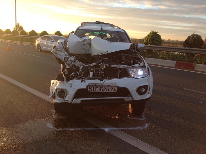 Xe tải và xe du lịch đâm nhau trên cao tốc - ảnh 3