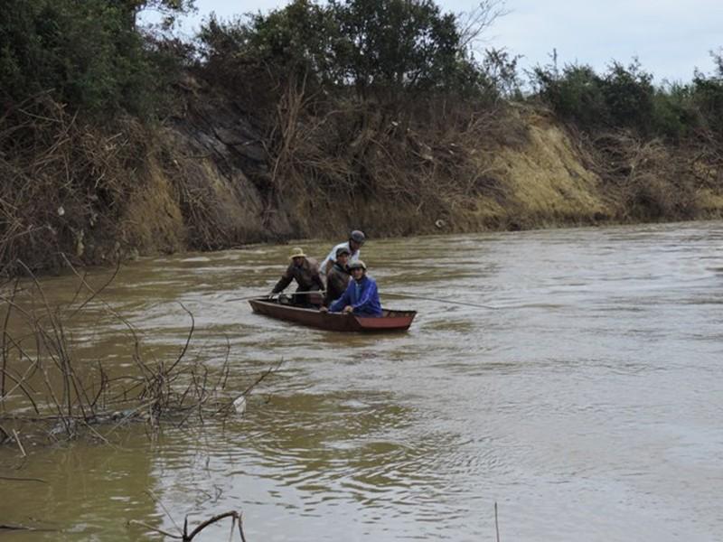 Tìm thấy nạn nhân vụ chìm đò cách hiện trường 3 km - ảnh 1