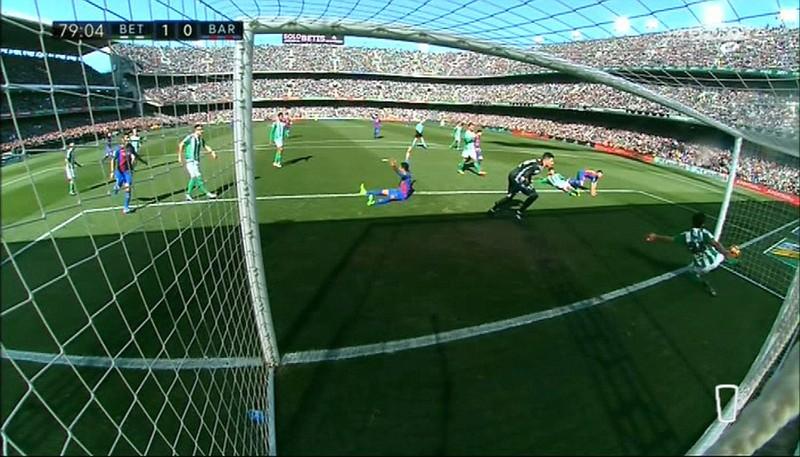 Barca bị trọng tài 'cướp' bàn thắng, Real tăng tốc - ảnh 1