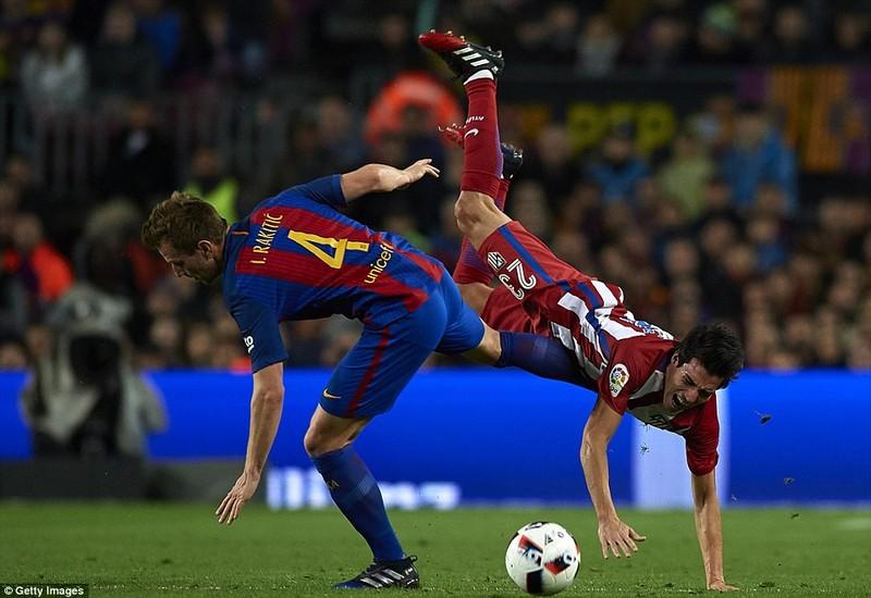 Barca vào chung kết cúp nhà vua trong trận cầu bạo lực - ảnh 2