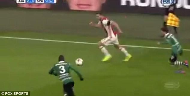 Pha bóng láu cá nhất mọi thời đại của cầu thủ Ajax - ảnh 3
