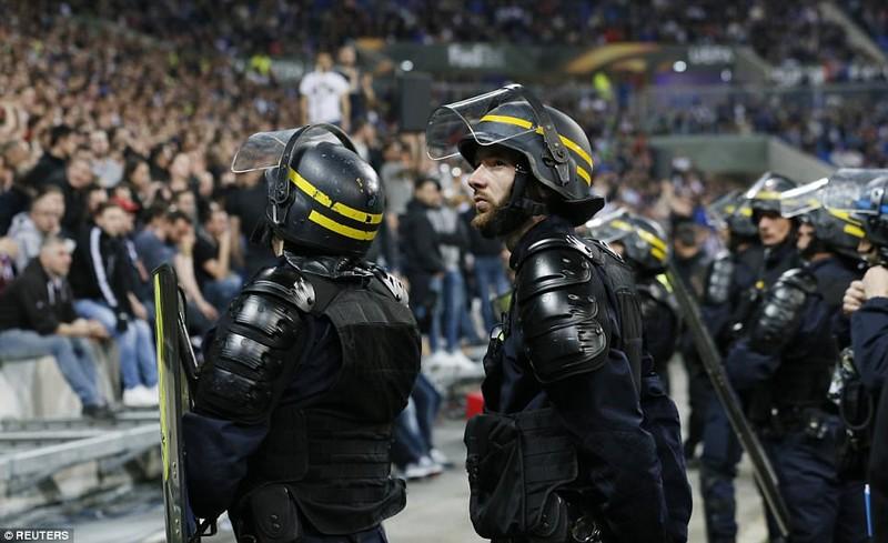 Thêm một trận đấu ở Cúp châu Âu suýt bị hủy vì bạo động - ảnh 18