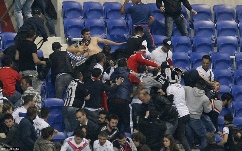 Thêm một trận đấu ở Cúp châu Âu suýt bị hủy vì bạo động - ảnh 11