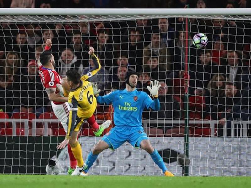 Cặp sao đòi ra đi giúp Arsenal thắng nhọc - ảnh 2