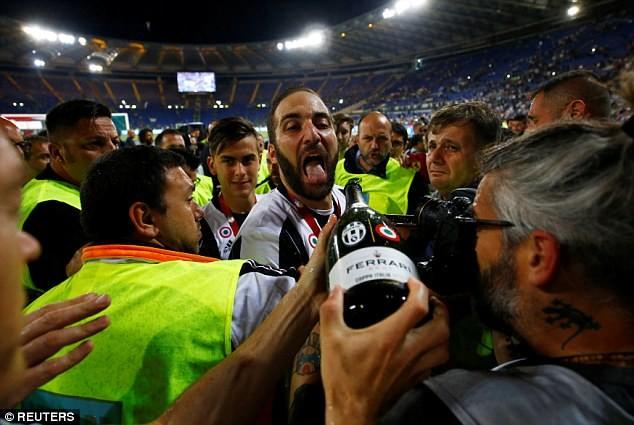 Hàng thủ Juventus đã hay còn ghi bàn giỏi - ảnh 8