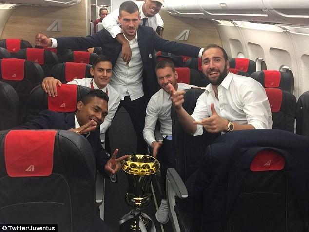 Hàng thủ Juventus đã hay còn ghi bàn giỏi - ảnh 9